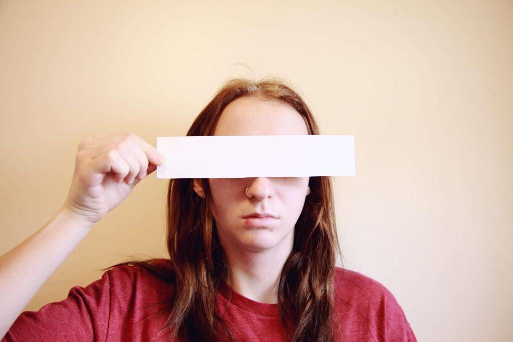 Acne adolescente: 3 sinais de que está na hora de consultar um Dermatologista